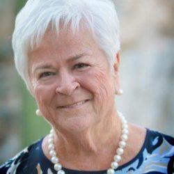 Elizabeth Murphy Burns, a 2018 Giants of Broadcasting Honoree