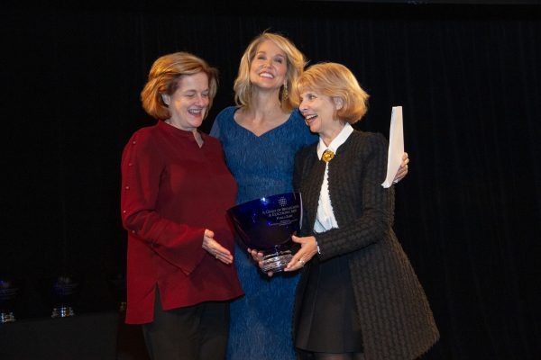 2018 Giants of Broadcasting honoree Paula Zahn accepting award